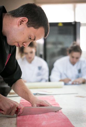 בישולים אירח, לראשונה בישראל, שניים מהשפים המובילים את Fauchon, המעדנייה האגדית של פריז – Jean Pierre Clement ו- Patrick Pailler.