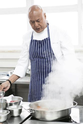 השף דמיאן דה סילבה, Damian D'Silva, אחד המומחים הגדולים של המטבח הסינגפורי