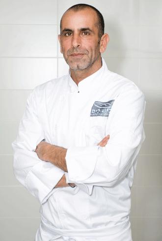 שף רועי סופר מרצה במגמת בישול בבית ספר בישולים