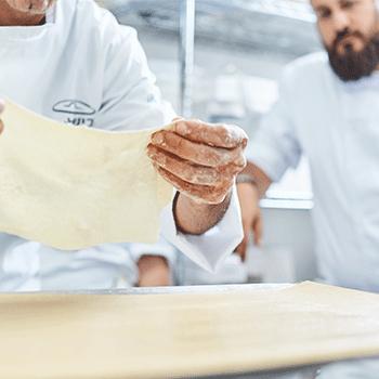 סגל מרצים, מבכירי התעשייה הישראלית בתחום המסעדנות, המביא עמו ידע מתקדם וניסיון עשיר מהשטח