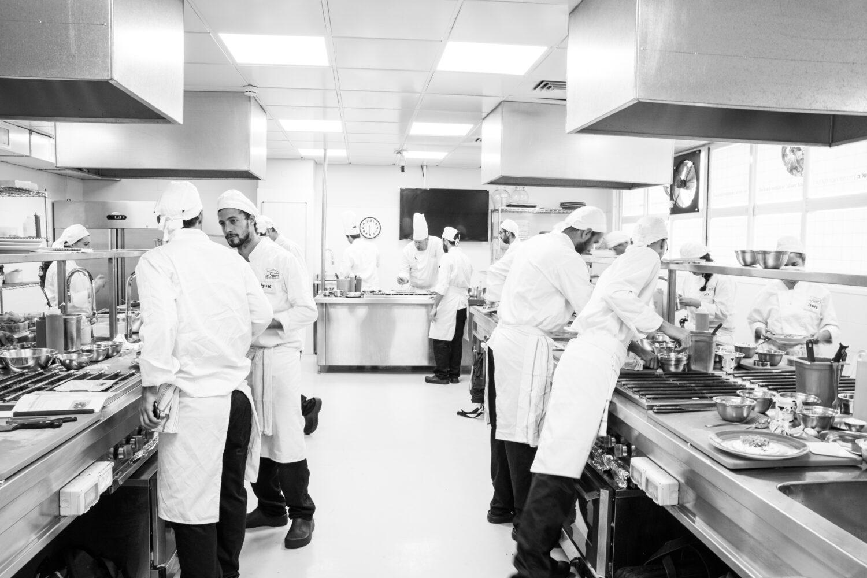 תכנית סטאז' ייחודית, שמקנה הזדמנות לעבוד לצד השפים המובילים מסעדות מוערכות בארץ ובעולם.